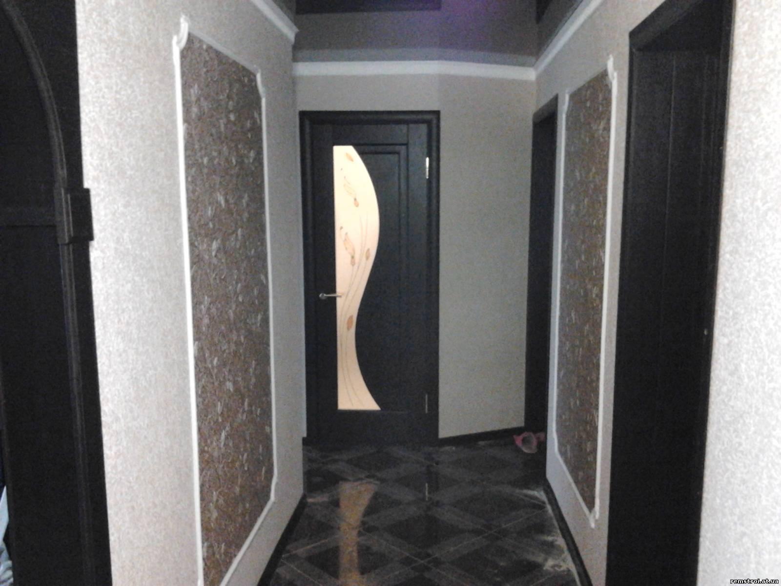 Дизайн проклейвание обоев в прохожи комнату